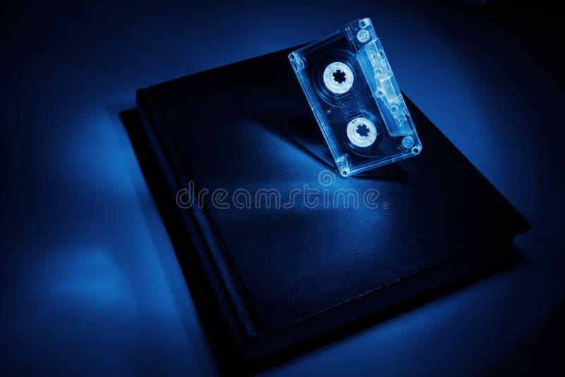 Βιβλίο και μια κασέτα στοκ εικόνες