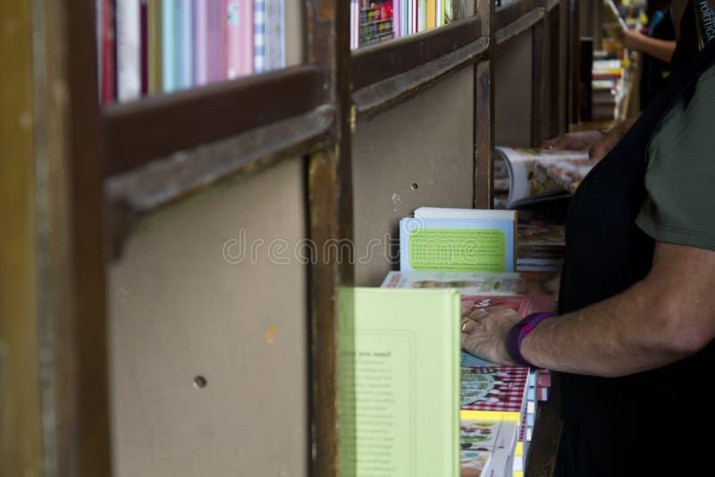 Βιβλιοπωλείο shelfs στοκ φωτογραφία με δικαίωμα ελεύθερης χρήσης