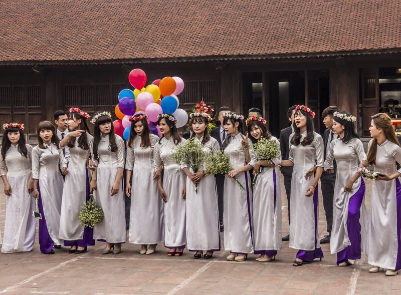 Βιετναμέζικα κορίτσια με το AO Dai στοκ εικόνες με δικαίωμα ελεύθερης χρήσης