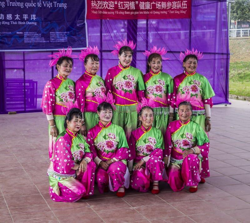 Βιετναμέζικη ομάδα χορού στοκ εικόνα
