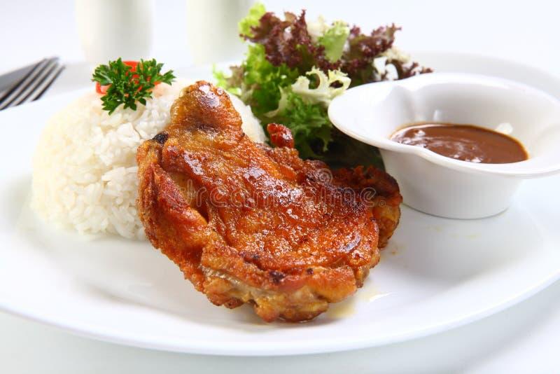 Βιετναμέζικη σπασμένη πλευρά ρύζι ή COM tam suon στο άσπρο πιάτο στοκ εικόνες
