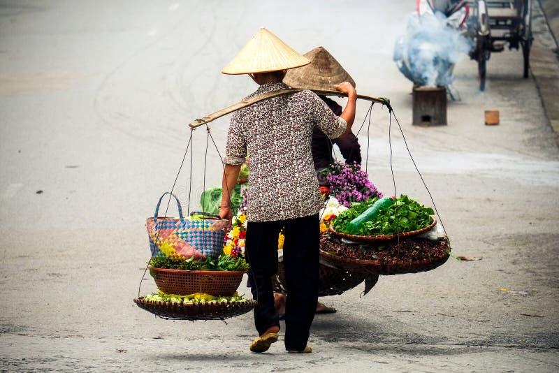 Βιετναμέζικος προμηθευτής ανθοκόμων στο Ανόι στοκ φωτογραφίες