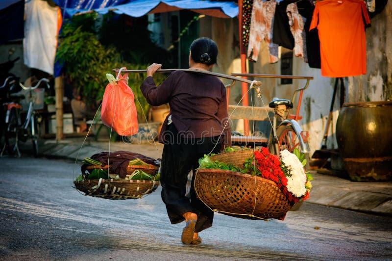 Βιετναμέζικος προμηθευτής ανθοκόμων στο Ανόι στοκ φωτογραφία με δικαίωμα ελεύθερης χρήσης