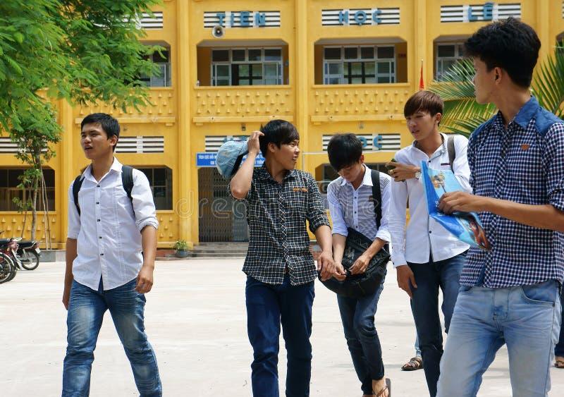 Βιετναμέζικος σπουδαστής γυμνασίου στοκ φωτογραφίες