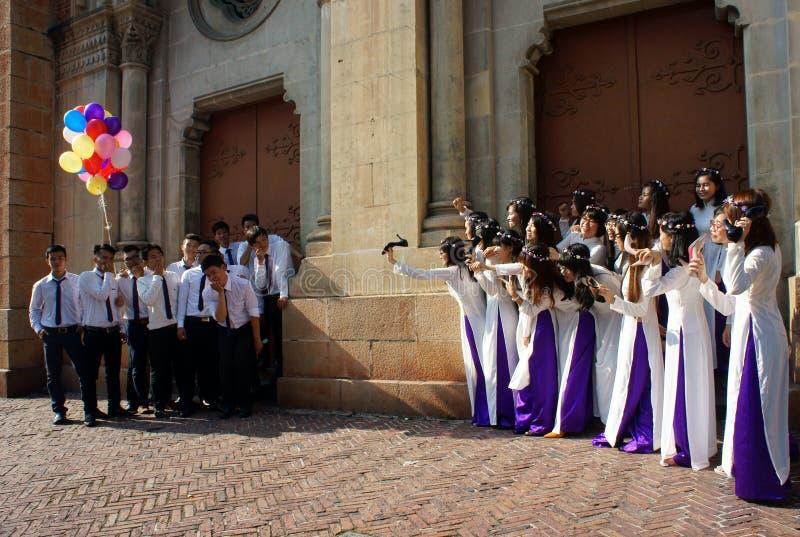 Βιετναμέζικος σπουδαστής, dai AO, καθεδρικός ναός Saigon Notre Dame στοκ φωτογραφίες με δικαίωμα ελεύθερης χρήσης