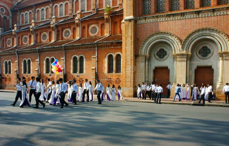 Βιετναμέζικος σπουδαστής, dai AO, καθεδρικός ναός Saigon Notre Dame στοκ εικόνα