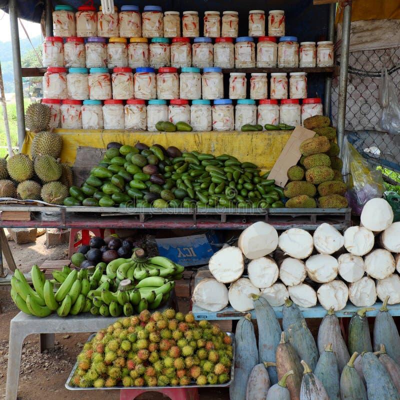 Βιετναμέζικο κατάστημα τροφίμων, υπαίθρια αγορά αγροτών στοκ εικόνα