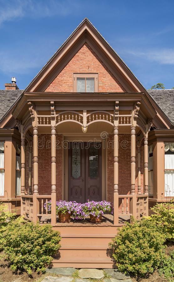 Βικτοριανή αρχιτεκτονική στην πρόσοψη σπιτιών στο Βερμόντ στοκ φωτογραφία