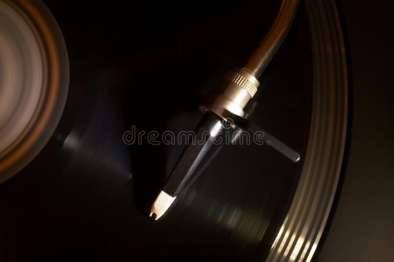 Βινυλίου δίσκος που ανοίγει την περιστροφική πλάκα στοκ φωτογραφίες