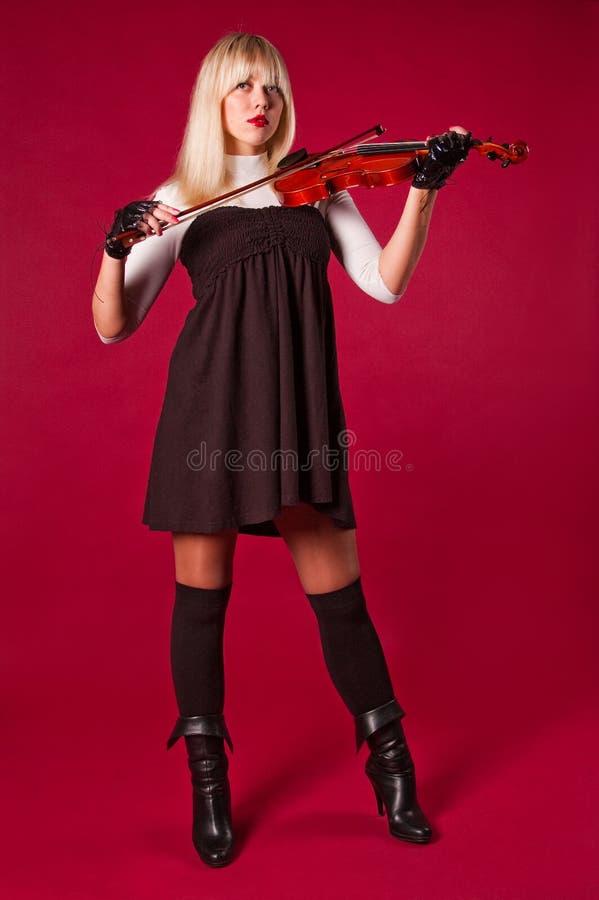βιολί παιχνιδιού κοριτσ&iot στοκ εικόνα