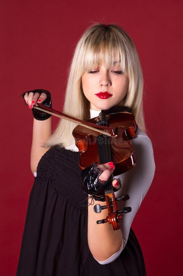 βιολί πορτρέτου παιχνιδι& στοκ φωτογραφία με δικαίωμα ελεύθερης χρήσης