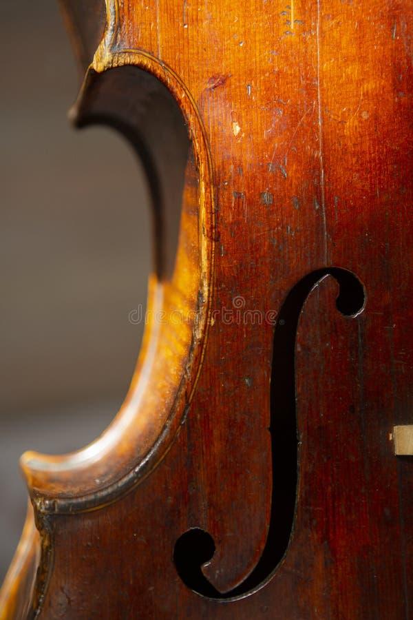 Βιολί στο εκλεκτής ποιότητας ύφος ξύλινο στενό σε επάνω υποβάθρου στοκ εικόνες