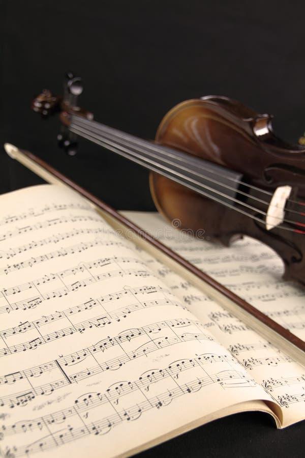 βιολί φύλλων μουσικής στοκ φωτογραφίες