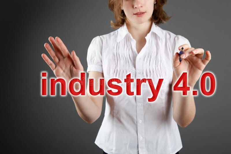 βιομηχανία 4 έννοια 0, γυναίκα και υπόβαθρο στοκ φωτογραφίες