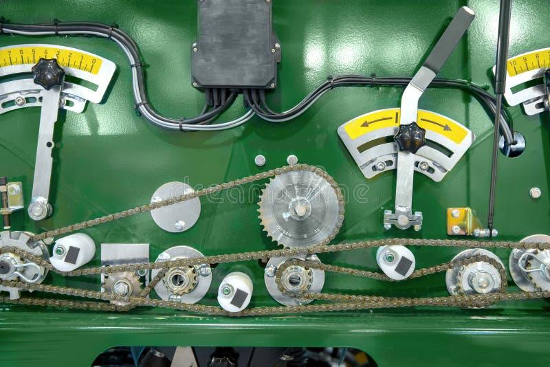 Βιομηχανικά μηχανήματα με τα βαραίνω στοκ εικόνα με δικαίωμα ελεύθερης χρήσης