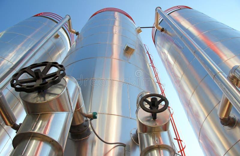 Βιομηχανικά σιλό - εγκαταστάσεις παραγωγής ενέργειας στοκ εικόνες με δικαίωμα ελεύθερης χρήσης