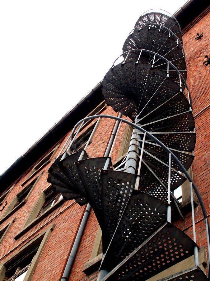 βιομηχανικά σπειροειδή σκαλοπάτια στοκ εικόνες
