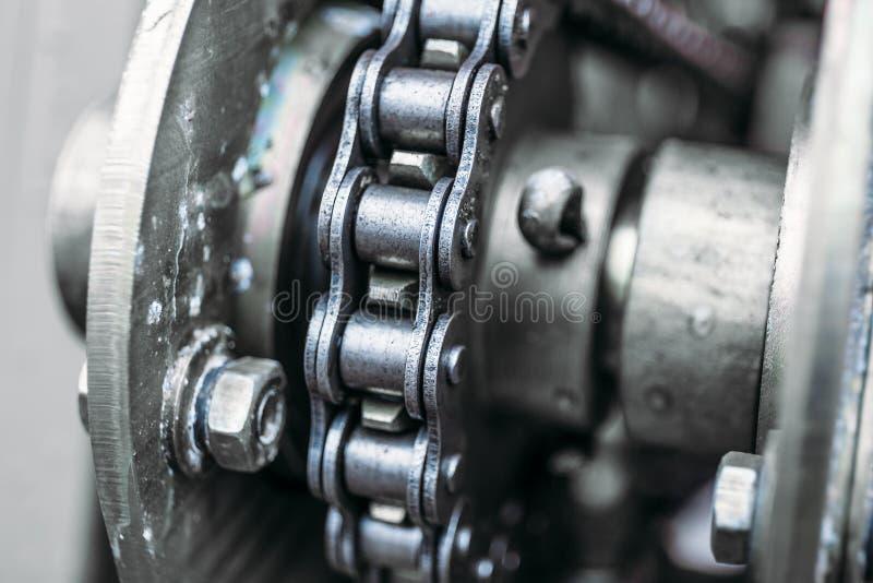 Βιομηχανική αλυσίδα κυλίνδρων, μακρο στενός επάνω φωτογραφιών στοκ εικόνες