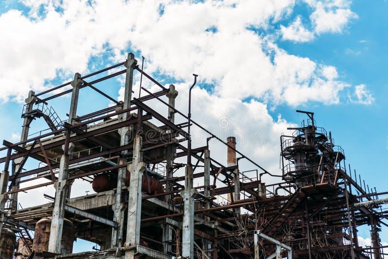 Βιομηχανική ζώνη, εξοπλισμός του εργοστασίου, βιομηχανικές σωληνώσεις των εγκαταστάσεων διυλιστηρίων πετρελαίου στοκ εικόνα