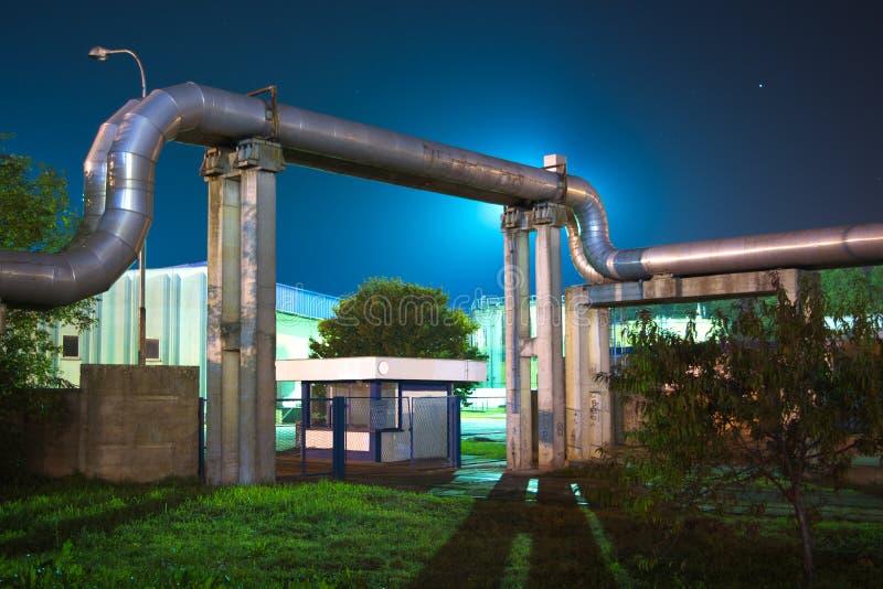 Βιομηχανικοί σωλήνες στοκ φωτογραφία