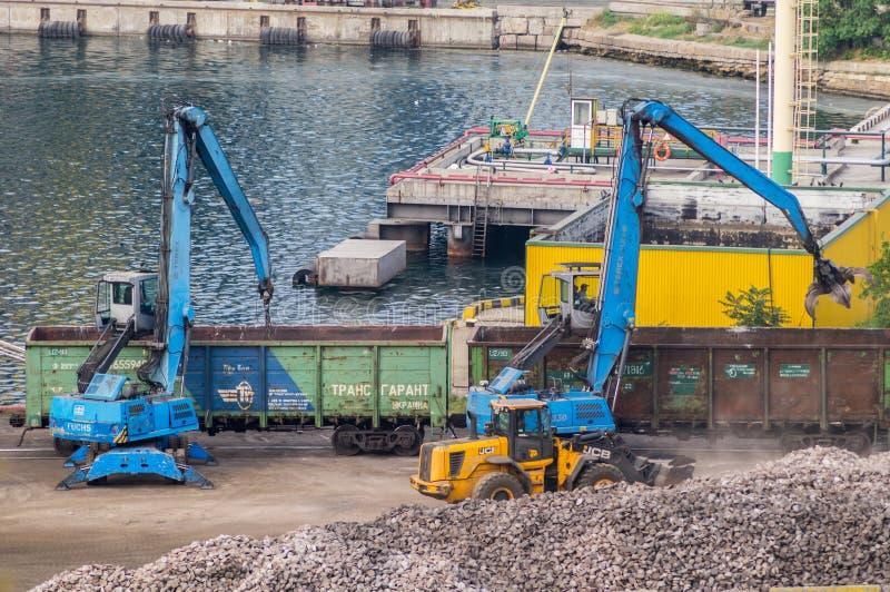 Βιομηχανικοί diggers και μεταφορές σιδηροδρόμων στοκ εικόνες