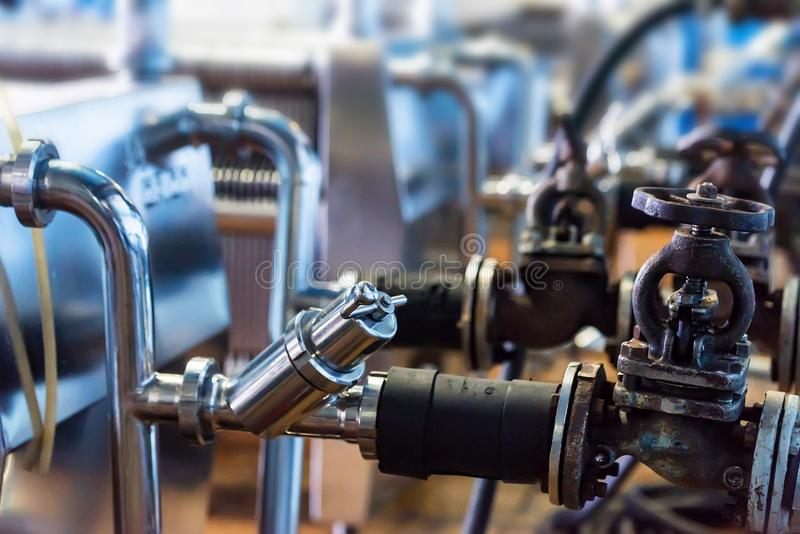 Βιομηχανικός μηχανισμός φίλτρων κασετών στην οινοποιία στοκ φωτογραφίες με δικαίωμα ελεύθερης χρήσης
