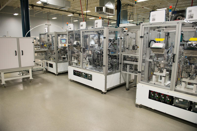Βιομηχανικό εργοστάσιο κατασκευής, μηχανές αυτοματοποίησης στοκ φωτογραφίες με δικαίωμα ελεύθερης χρήσης