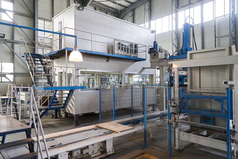 βιομηχανικό εσωτερικό Εσωτερικό εσωτερικό οικοδόμησης εργοστασίων στοκ φωτογραφίες