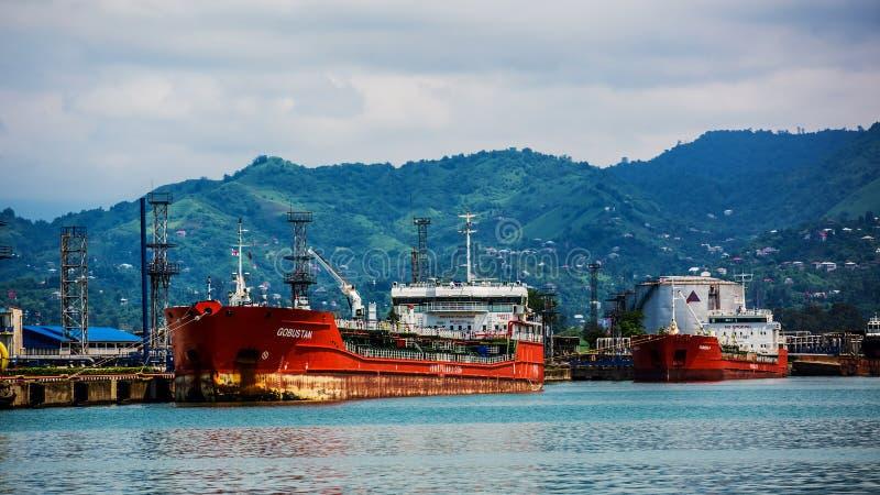 Βιομηχανικό σκάφος στο λιμένα Batumi στο σούρουπο Γεωργία στοκ φωτογραφίες με δικαίωμα ελεύθερης χρήσης