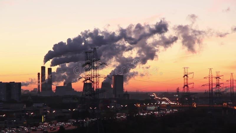 Βιομηχανικό τοπίο περιχώρων της Μόσχας στην ανατολή απόθεμα βίντεο