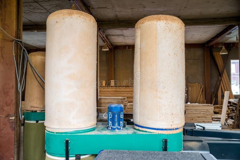 Βιομηχανικό φίλτρο για τον καθαρισμό αέρα στο woodshop στοκ εικόνα