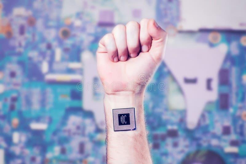 Βιονικό μόσχευμα επεξεργαστών τσιπ στο ανθρώπινο σώμα - μελλοντική έννοια τεχνολογίας και κυβερνητικής στοκ φωτογραφία με δικαίωμα ελεύθερης χρήσης