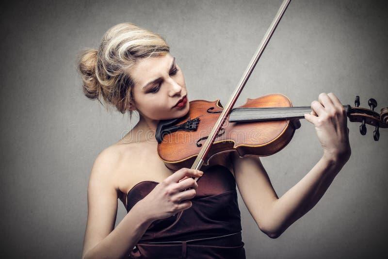 βιολί παιχνιδιού στοκ φωτογραφία