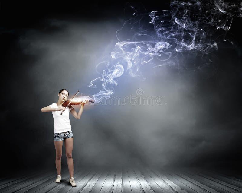 Βιολιστής κοριτσιών στοκ φωτογραφία με δικαίωμα ελεύθερης χρήσης