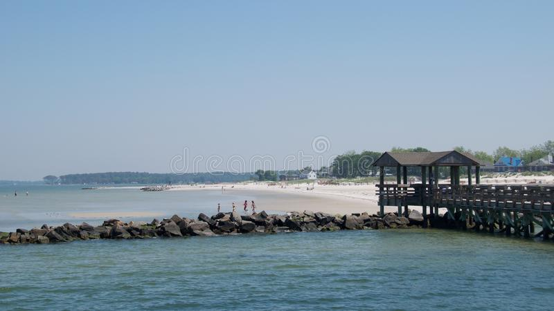 Βιρτζίνια, ΗΠΑ - το Μάιο του 2017: Οικογένειες που απολαμβάνουν στην παραλία του Charles ακρωτηρίων, Βιρτζίνια το Μάιο του 2017 στοκ εικόνα