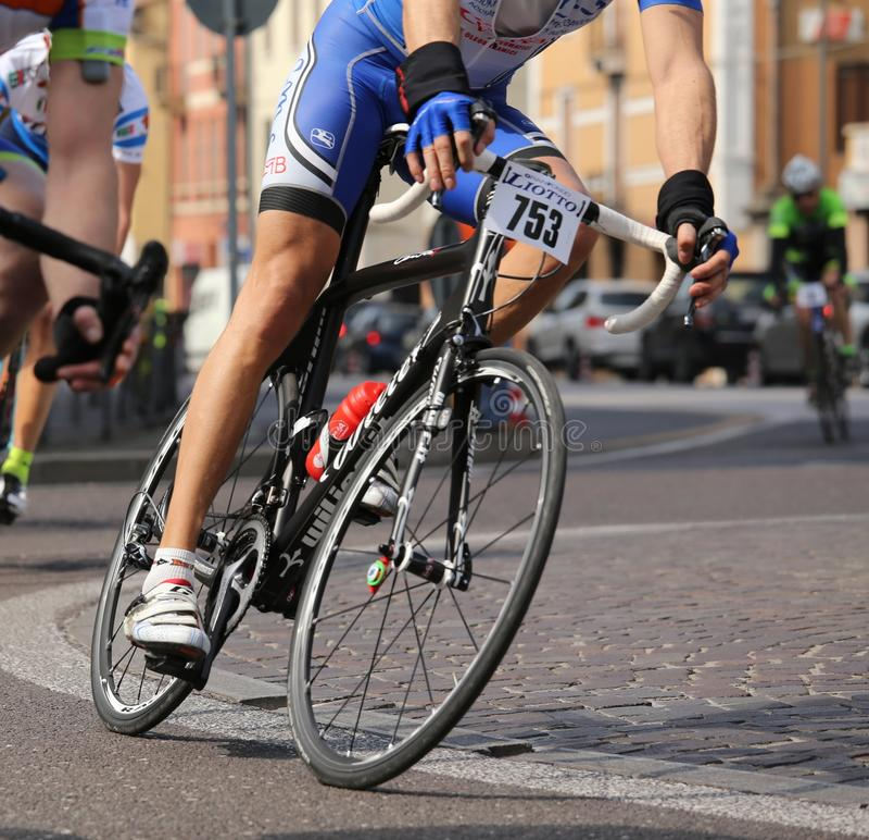 Βιτσέντσα, VI, Ιταλία - 12 Απριλίου 2015: ποδηλάτες στον αγώνα των ποδηλάτων στοκ εικόνα με δικαίωμα ελεύθερης χρήσης