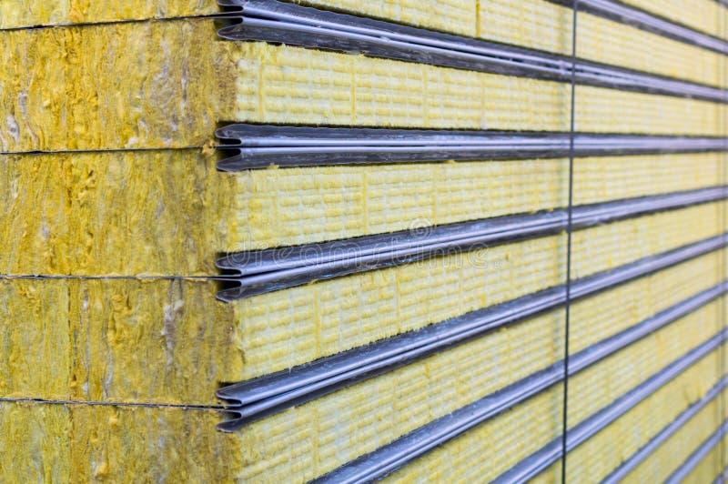 Βιώσιμος επιτροπής σάντουιτς συσκευασίας που μονώνεται Υλικό ινών για το κτήριο τοίχων στοκ εικόνα