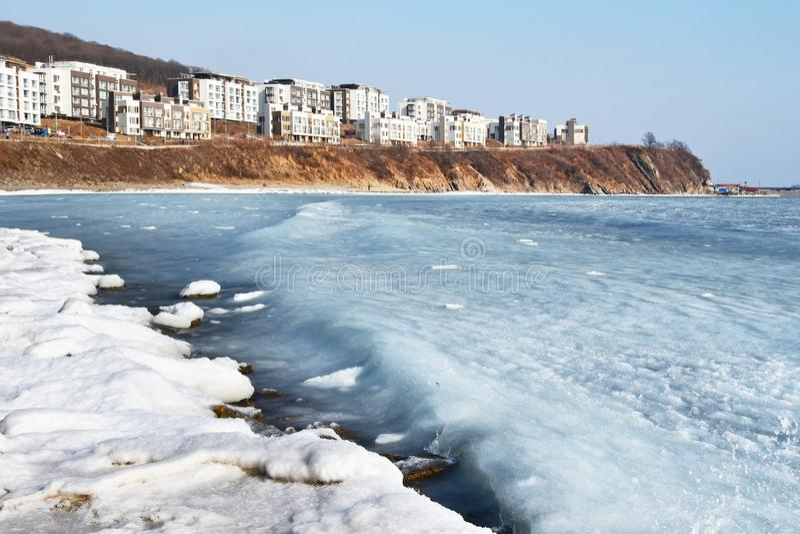 Βλαδιβοστόκ, κόλπος Patrokl το χειμώνα Κόλπος Ussuriysky Ussuri της θάλασσας της Ιαπωνίας στοκ φωτογραφία