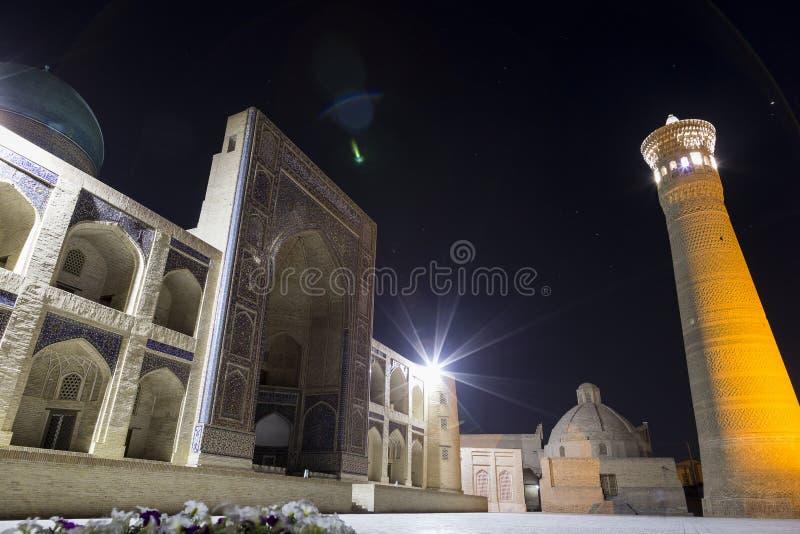Βλαστός φωτογραφιών νύχτας των αρχαίων κτηρίων στην παλαιά πόλη της Μπουχάρα, κεντρική Ασία Μιναρές Kalyan του POI Kalyan στοκ εικόνες με δικαίωμα ελεύθερης χρήσης