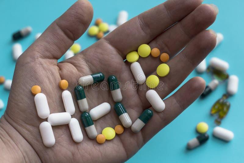 Βοήθεια ανάγκης; Έννοια παυσιπόνων και κατάχρηση ναρκωτικών ουσιών στοκ φωτογραφία