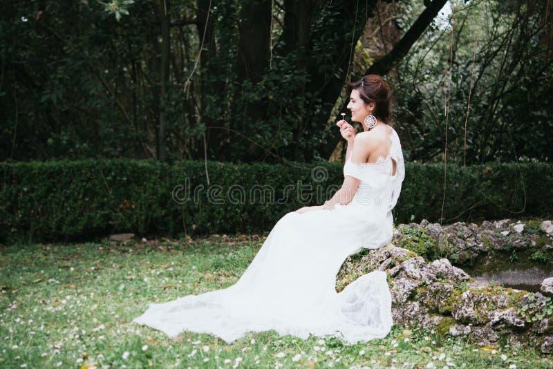 Βοημίας νέα νύφη χίπηδων στοκ φωτογραφία με δικαίωμα ελεύθερης χρήσης
