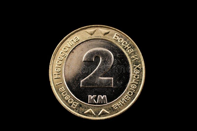 Βοσνιακό νόμισμα 2 χλμ που απομονώνεται σε ένα μαύρο υπόβαθρο στοκ εικόνες με δικαίωμα ελεύθερης χρήσης