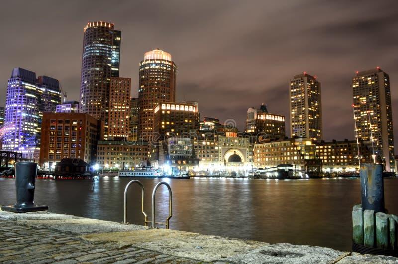 Βοστώνη, Μασαχουσέτη, ΗΠΑ - 4 Οκτωβρίου 2015: Ο ορίζοντας και το οχυρό της Βοστώνης δείχνουν το κανάλι στοκ εικόνα