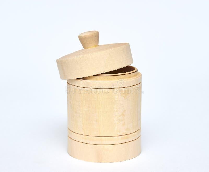 Βοτανικό ξύλινο βάζο μελιού εμπορευματοκιβώτιο για την αποθήκευση του μελιού μονωτής στο άσπρο υπόβαθρο θέση βαρελιών για το κείμ στοκ εικόνα