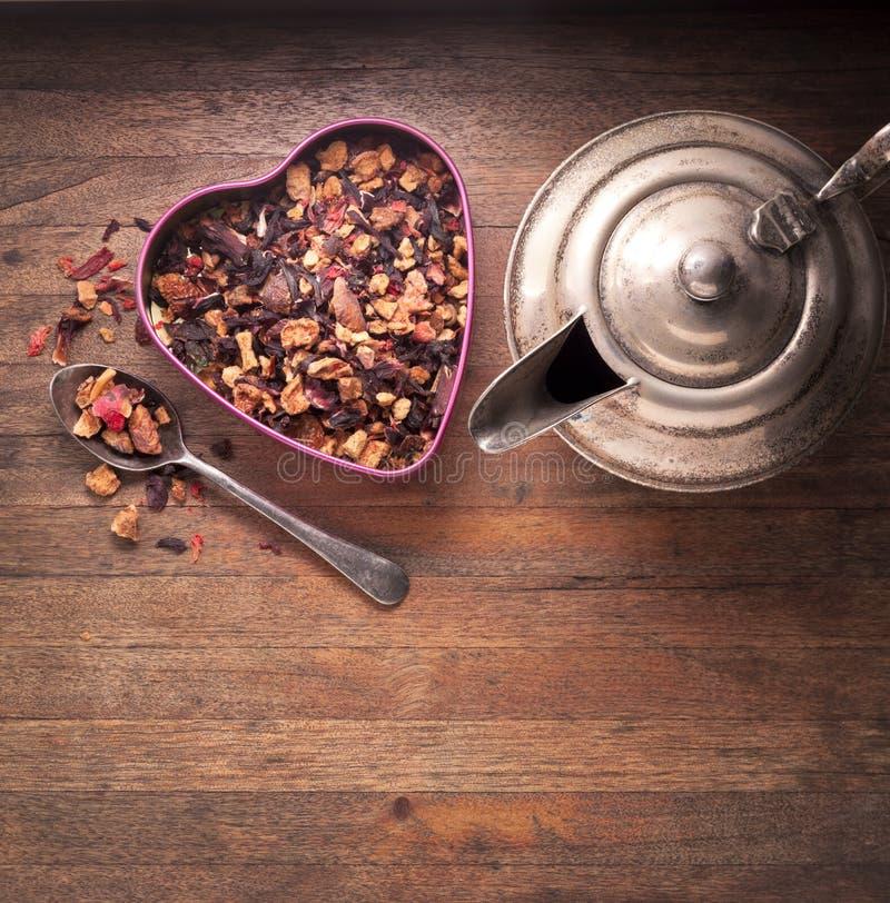 Βοτανικό ξύλινο υπόβαθρο τσαγιού στοκ εικόνα με δικαίωμα ελεύθερης χρήσης