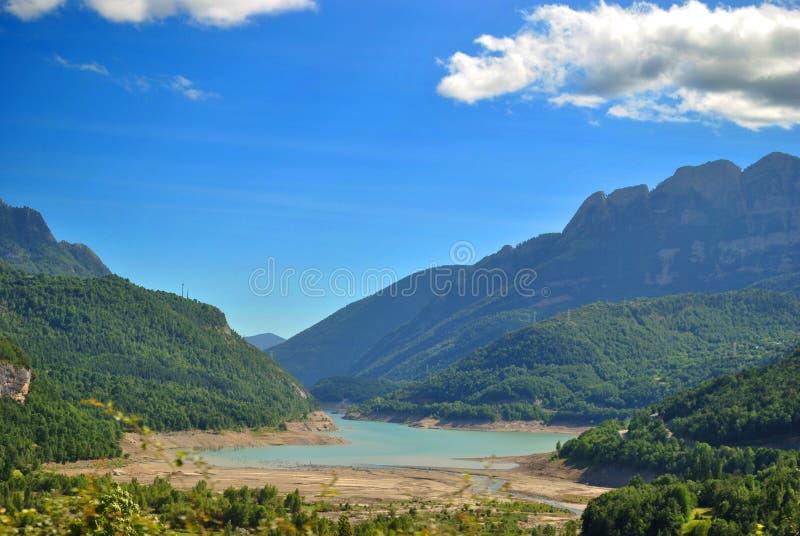 Βουβαλίδα λιμνών OS στα Πυρηναία στοκ εικόνα