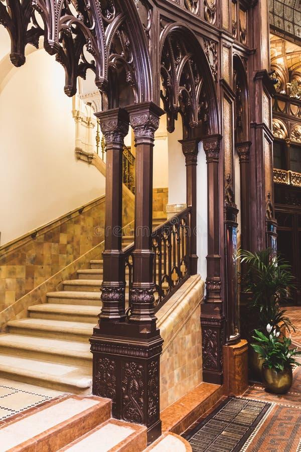 ΒΟΥΔΑΠΕΣΤΗ, ΟΥΓΓΑΡΙΑ - 18 ΙΟΥΝΊΟΥ 2019: Εσωτερικό του ξενοδοχείου Parisi Udvar στην περιοχή Β στη Βουδαπέστη, Ουγγαρία στοκ εικόνες