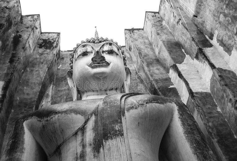 Βουδιστική θέση με το τετραγωνικό υλικό κατασκευής σκεπής σε Sukhothai, Ταϊλάνδη στοκ εικόνες με δικαίωμα ελεύθερης χρήσης