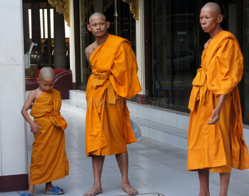 βουδιστικοί μοναχοί τρί&alpha στοκ εικόνα με δικαίωμα ελεύθερης χρήσης