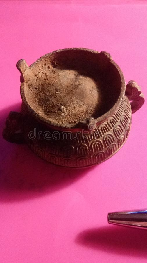 Βουδιστικό κύπελλο περισυλλογής στοκ εικόνες